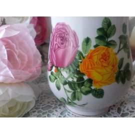 Rózsás, talpas bögre